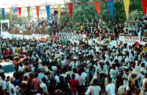 Haiti-Carnaval-21-foule.jpg
